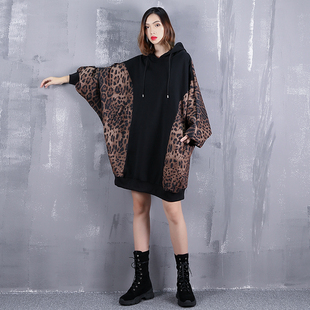 大码女装外套秋季连帽拼豹纹蝙蝠长袖卫衣宽松拼接上衣潮