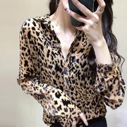 欧洲站2019春装欧货时尚洋气豹纹衬衫女性感微透植绒打底衬衣