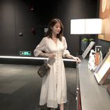 查看精选2019夏装V领显瘦收腰白色连衣裙女装夏季气质长裙很仙的裙子最新价格