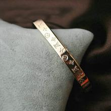 Diseño de gran disparo de lujo famoso verdadero trébol de cuatro hojas de titanio pulsera de acero con caja de oro rosa