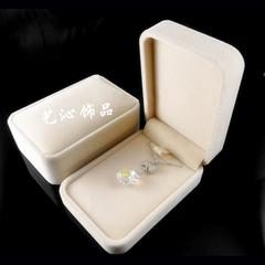 高档天鹅绒大吊坠盒 金银钻石项链首饰盒 高贵清爽米白色包装