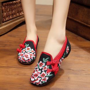 老北京绣花女布鞋圆头坡跟浅口平底中式婚鞋牛筋底r名族风舞蹈鞋
